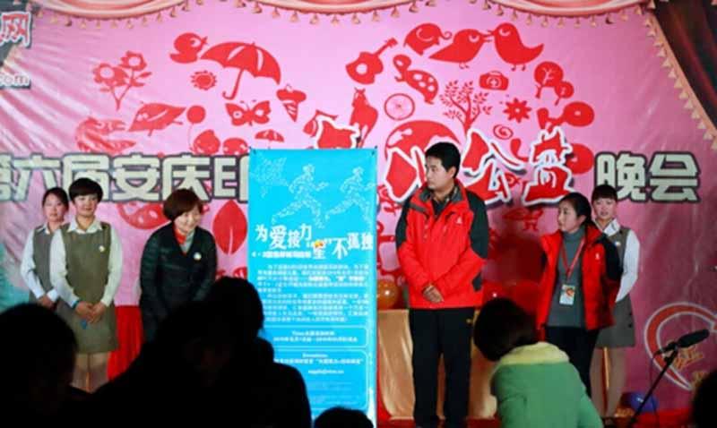 Long Mingcheng, Gerente General de Kangmingna, asistió a la 6ta Gala de Love Charity en la ciudad de Anqing