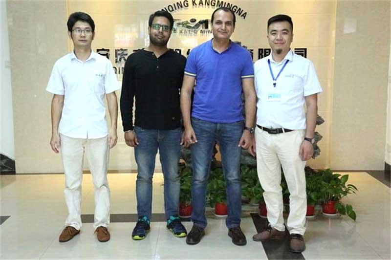 Clientes indios vinieron a visitar KMNPack