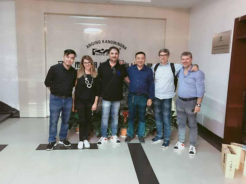 Clientes italianos visitan nuestra fábrica