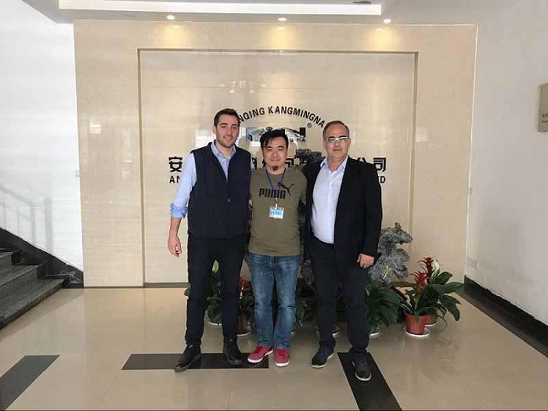 Clientes griegos visitan nuestra fábrica