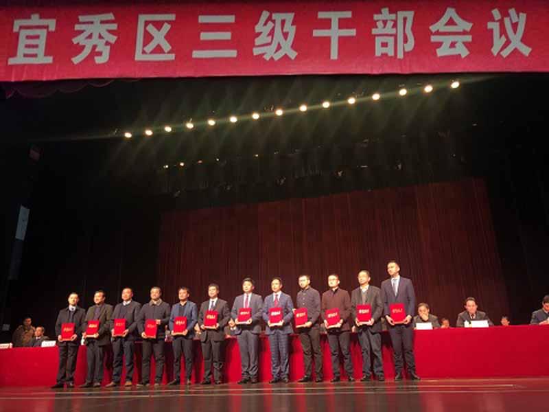 Anqing Kangmingna Packaging Co., Ltd. es una unidad innovadora. El presidente Long Qicheng ganó el título de empresario destacado.