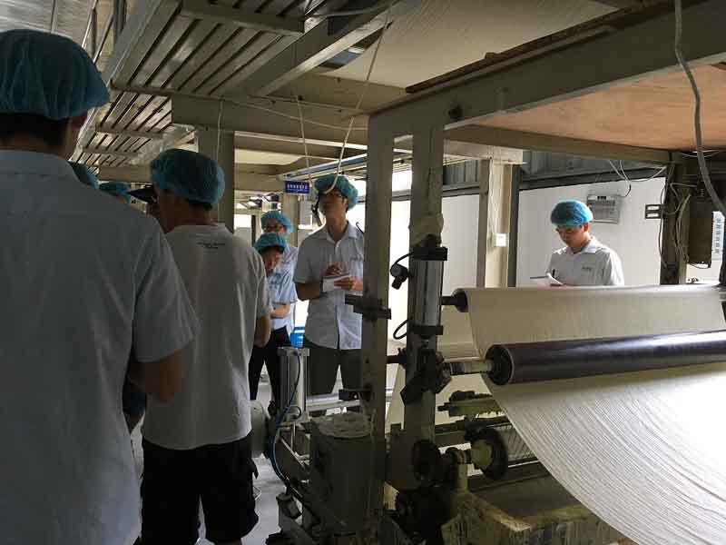 El personal del sector de comercio exterior de Kmnpack visitó la fábrica de la empresa