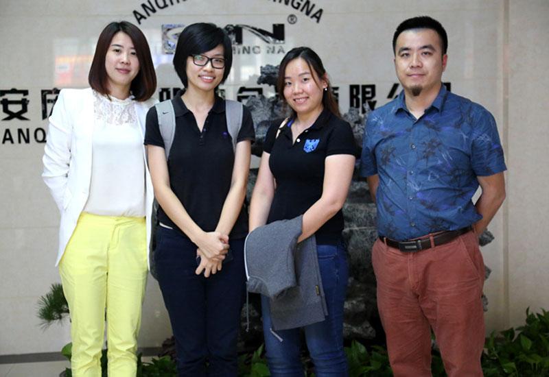 Clientes de Malasia visitaron la fábrica de KMNPack el 17 de mayo